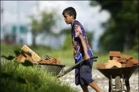 niño trabajando